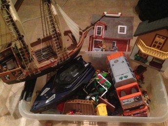 Playmobil båt piratskepp sopbil hus samt bondgård med gubbar o djur - Malmö - Playmobil båt piratskepp sopbil hus samt bondgård med gubbar o djur - Malmö