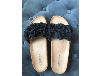 Tyvärr puff Pelmel  NYA,snygga oanvända sandaler/tofflor -Svarta st.. (409938780) ᐈ Köp på  Tradera