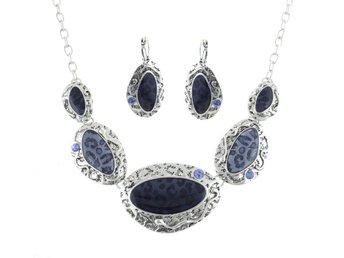 Exklusivt handgjort halsband silver blå blått marin strass - Hultsfred - Exklusivt handgjort halsband silver blå blått marin strass - Hultsfred