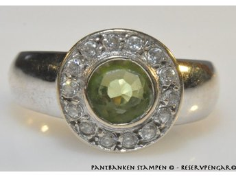 1 vacker ring lime färgad sten vitg 18k 3,1 gr Ø 17,0 mm, V10970