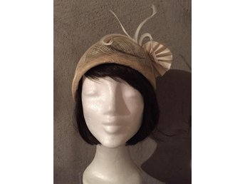 Hat/Fascinator for Wedding or Parties/ Hårdekoration
