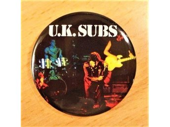 UK SUBS - Stor Button-Badge / Pin / Knapp (Punk, Zombies, 1979,)