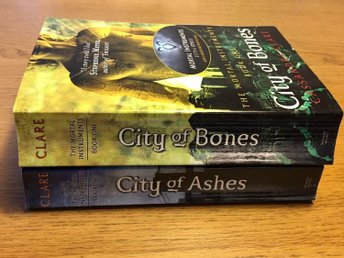 Cassandra Clare, Mortal instruments City of Bones, City of Ashes. Eng storpocket