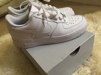 Nike Air Force 1 - Vit - Strl 36 med Box! Som nya - Vällingby - Nike Air Force 1 - Vit - Strl 36 med Box! Som nya - Vällingby