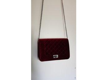 Röd fejk sammet väska