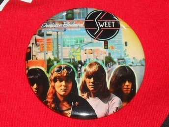 SWEET - Desolation Boulevard -STOR Badge / Pin / Knapp (Glamrock, Glitter,)