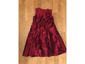 Festklänning med paljetter strl 122