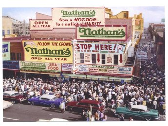 * NATHANS FAMOUS HOT DOGS IN CONEY ISLAND BROOKLYN NEW YORK 1950,s *