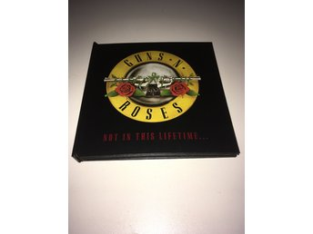 GUNS N' ROSES - Not in this lifetime tour 2017 - Limited VIP gift pack!