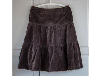 Brun kjol i sammetsliknande material från HM i storlek 36 - Linköping - Brun kjol i sammetsliknande material från HM i storlek 36 - Linköping