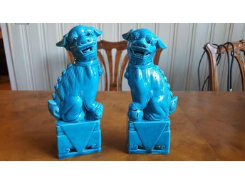 Vintage turquoise Chinese foo dogs. Hollywood regency. Guardian lions