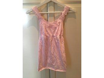 Javascript är inaktiverat. - örebro - Rosa linne med knytdetaljer Köpt i USA från ett av Forever21 märken Storlek 164 Sparsamt använd Nypris 149 kr Säljs för 40 kr Vid frågor, hör gärna av dig! - örebro