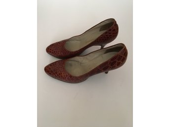 Klassiska vintage croco pumps