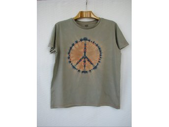 PEACE-MÄRKE, ECO T-SHIRT I BATIK, LARGE, KAKI & ORANGE