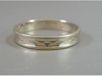RING, 18K, Ø: 19,75mm, 3,60g, invändig namngravyr, vitguld, b: 4mm.