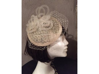 New/ Handmade Fascinator for Wedding or Parties/ Hårdekoration med flor