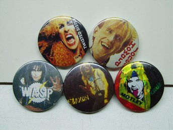 5 st.Ä .Badges Twisted Sister-Mötley Crue-WASP-Saxon-Howars Jones.............3