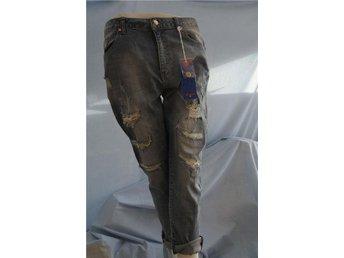 Javascript är inaktiverat. - Norrtälje - Tuffa Ljusblå tvättade Jeans i sliten Look, Tighta och i Stretch. 2017 års Design Oxygen. Storlek M, midja 80 cm. Du finner dessa och mycket mer i vår Butik till Fasta Låga Priser! - Norrtälje