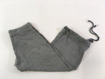 Nike träningsbyxor storlek medium i grått
