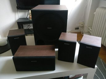 5st Sony högtalare (center, 3x satelliter, subwoofer)