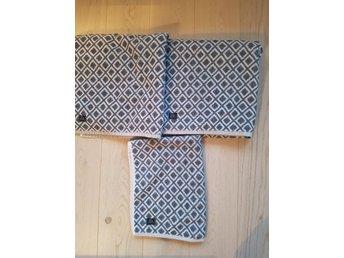 Två duschanddukar och en liten handduk (341794507) ᐈ Köp på Tradera f9e91ff21568d