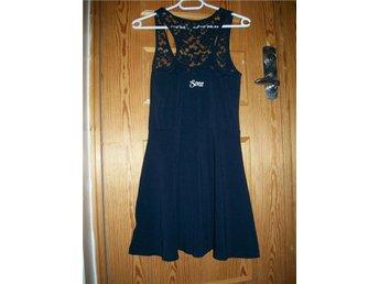 Svea klänning, mörkblå med spets, Stl S, jättefint skick! - L - Svea klänning, mörkblå med spets, Stl S, jättefint skick! - L