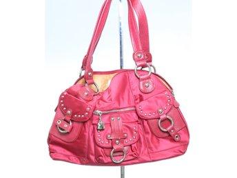 ᐈ Köp Handväskor i övriga material på Tradera • 1 249 annonser