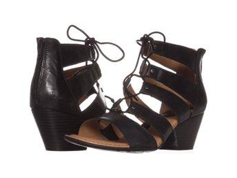 Javascript är inaktiverat. - Columbus - Born Helma Sandaler Svart 39 EUB.O.C Born Helma Lace Up Heeled Sandals 098, Black, 8 US / 39 EUVarumärke (Brand): BornFärg (Color): Svart (Black)Material överdel (Material): Läder (Leather)Klackhöjd (Heel): 5.08 CM (2 Inch)Storlek (Size):  - Columbus