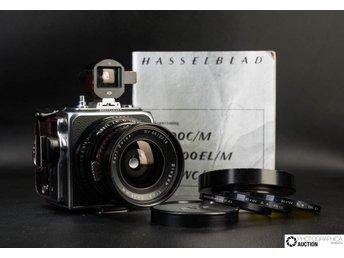 Javascript är inaktiverat. - Solna - Hasselblad SUPER WIDE CSerienummer: USW 9920kameran funkar som den skall, objektivet har fina linsytor och går fint på samtliga tiderett väldigt fint exemplarkameran är knappt använd och kommer från en stor samlare Hasselblad C-12 filmmagasi - Solna