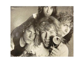 Megadeth -Group picture photo poster Peace sells but whos