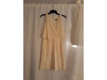 40aa6fd9da10 Benvit/ creme-färgad klänning i silke från Theory (347942328) ᐈ Köp ...
