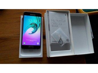 Samsung Galaxy A3 med kartong laddare och headset Olåst!
