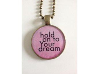 """"""" hold on to your dream """" från handgjorda grafiska smycken med fin ask - öjebyn - """" hold on to your dream """" från handgjorda grafiska smycken med fin ask - öjebyn"""
