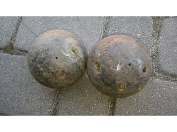 Two iron cannon balls XVII-XIX CENTURY