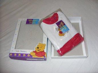 Disney Nalle Puh Röd Vit str 18 barn pyjamas Ny! (326496092) ᐈ Köp på  Tradera fe01d45efbb88
