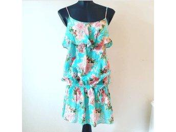 1427edea726a Ny klänning från Lindex Stl.40 volanger blommor turkos blå ljusblå sommar