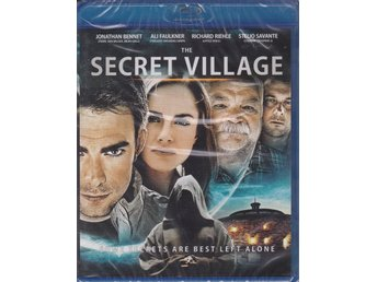THE SECRET VILLAGE-JONATHAN BENNET-SVENSK TEXT-NY O INPLASTAD BLURAY-DISC.