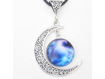 Utrymme och planeter måne halsband / Space and planets moon necklace
