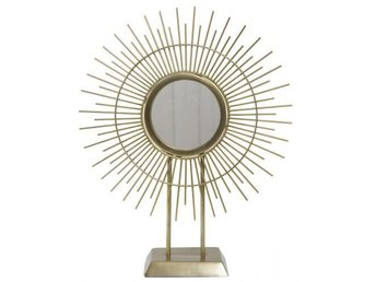 Javascript är inaktiverat. - örebro - Vacker dekorationsspegel i metall och glas från Svanefors. Ett snyggt blickfång på en byrå eller ett sideboard. En trendig bordsspegel som passar många olika inredningsstilar! Mått bredd 29 cm, höjd 35 cm, diameter spegel 10 cm. Efter att - örebro