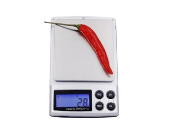 Javascript är inaktiverat. - Skene - En liten digitalvåg, idealisk för vägning av, guld, silver, kryddor m.m Auto avstängning. Färg: Svart+Silver Kapacitete: 2kg/0.1g Noggranhet: 0.1g Enheter: g/ oz/ ct/ ozt/ dwt/ GN Display: LCD with optional backlight Arbetstemeratur: 10-30°C - Skene