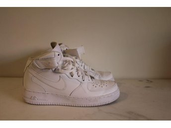 Vita Nike Air Force 1 Mid '07 i storlek 42