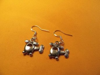 Helikopter örhängen / helicopter earrings