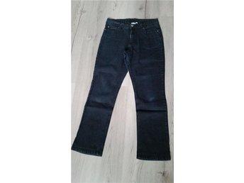 Mörkblå jeans storlek 40 - Deje - Mörkblå jeans storlek 40 - Deje