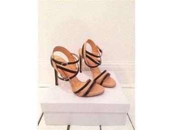 Design skor av Sofie Bly - Snygg läder sandal med klack. - Höganäs - Design skor av Sofie Bly - Snygg läder sandal med klack. - Höganäs