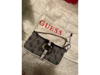 Mini väska Guess (396398291) ᐈ Köp på Tradera