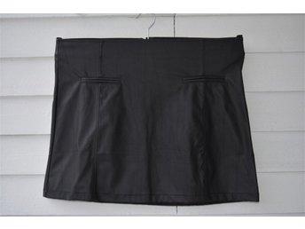 NY snygg svart kortkjol / kjol i konstläder / skinnkjol - Gina Tricot , 40 - Eskilstuna - NY snygg svart kortkjol / kjol i konstläder / skinnkjol - Gina Tricot , 40 - Eskilstuna