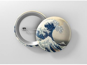 Katsushika Hokusai The Great Wave Off Kanagawa Pin / Knapp / Badge Stor 57mm