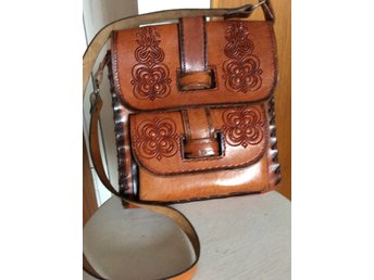 Retro sadelväska med blom motiv, en kult väska. (363939859