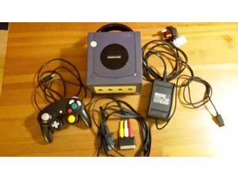 Nintendo Gamecube Console, Cables and Controller