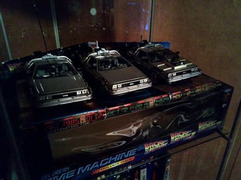 Back To The Future Trilogy Delorean Set 1:64